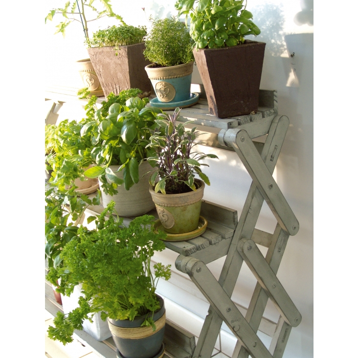 pflanzenetag re aus holz grau. Black Bedroom Furniture Sets. Home Design Ideas